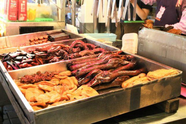 寧夏夜市の屋台で売られているアヒルの頭の料理