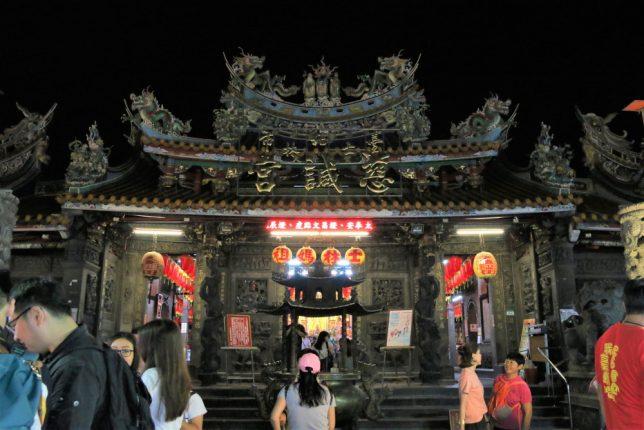 士林夜市にある寺、士林慈誠宮の外観
