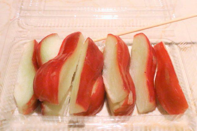 台湾(台北)の寧夏夜市の屋台で買ったフルーツ、蓮霧(レンブ)