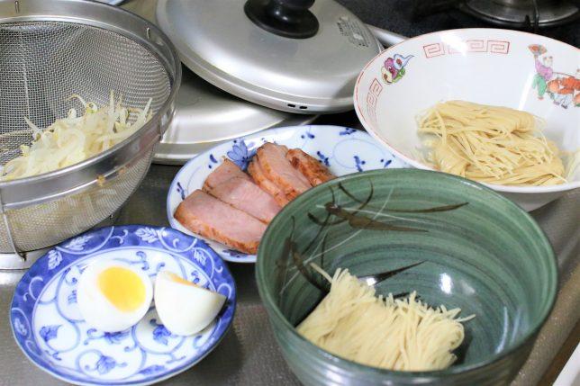 あもちんの尾道ラーメンの具材と生麺