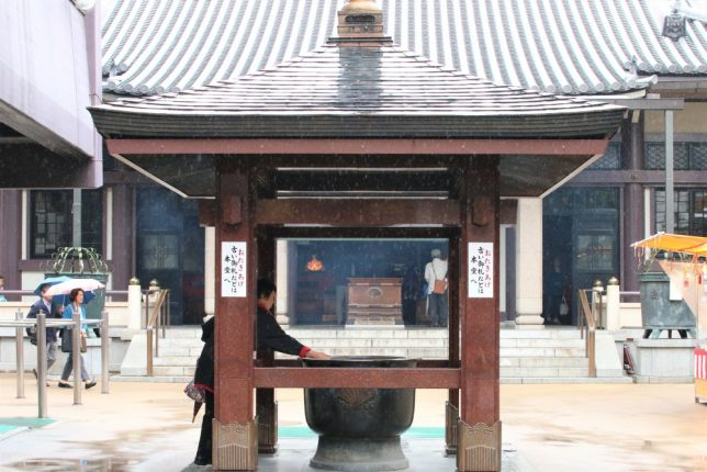 巣鴨のとげぬき地蔵尊、高岩寺の常香炉