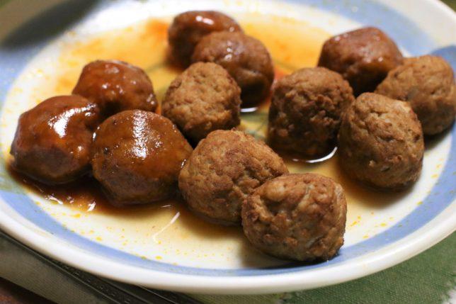 おばあが湯せんで温めた、ミートボール(日本ハム:国産鶏肉で作った直火焼でおいしいミートボール)