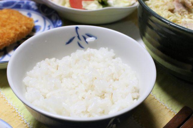 サッポロ一番塩ラーメンがあるのに、おばあが用意したご飯