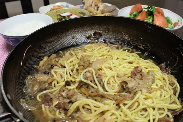 中華麺入りのすき焼き(3日目)など、おばあが作った晩ごはんのメニュー