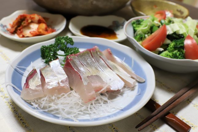 中華そば入り鍋と一緒に出てきたアジの刺身