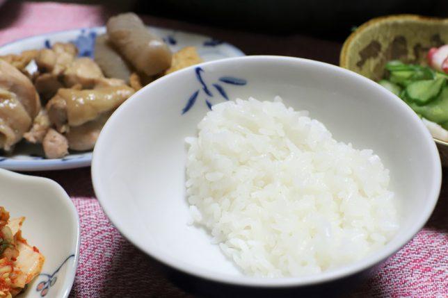 中華麺入りのすき焼きと一緒に、おばあが用意したごはん(少な目)