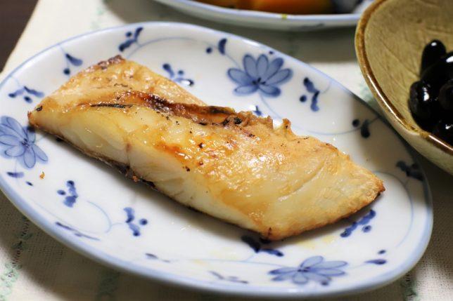 おばあがつくった絶妙な焼き加減の鯛の塩焼き(身の面)