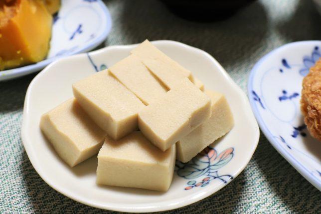 おばあが総菜屋で買ってきたこうや豆腐