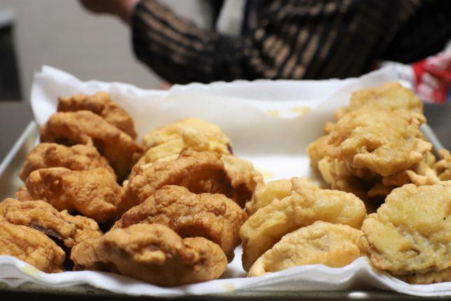 おばあが作ったレンコンとサツマイモの天ぷら