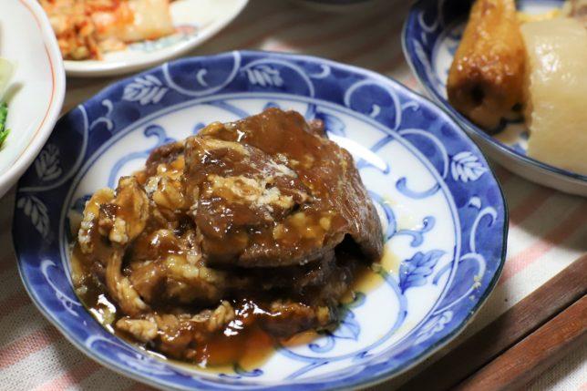 なぜかおでんと一緒におばあが夕飯に出した、缶詰の牛肉の大和煮