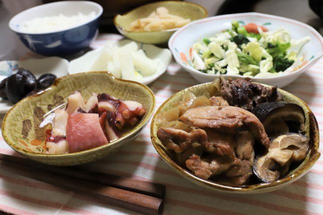 鶏肉を入れたシイタケのすき焼き(2日目)など、おばあがつくった晩ごはんのメニュー