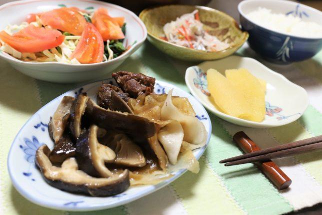 愛媛の生椎茸のすき焼きなど、おばあがつくった晩ごはんのメニュー