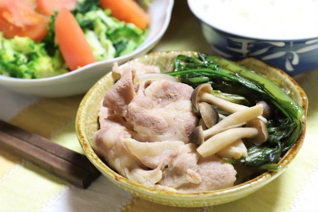 とり野菜ごまみそ鍋スープで作った鍋など、おばあが用意した晩ごはんのメニュー