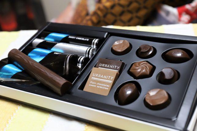 祖母(おばあ)がバレンタインデーに買ってきたチョコレート「URBANITY」の箱の中