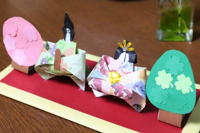 祖母の友人が手作りした雛飾り(お内裏様とお雛様)