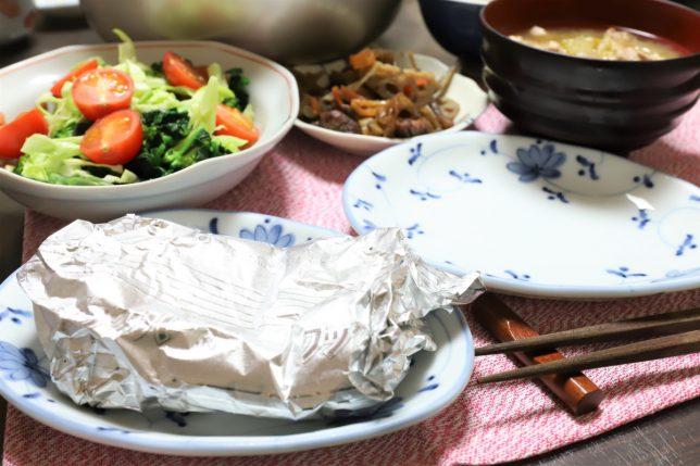 真鯛のホイル焼きや豚汁など、祖母(おばあ)が作った晩ごはんのメニュー