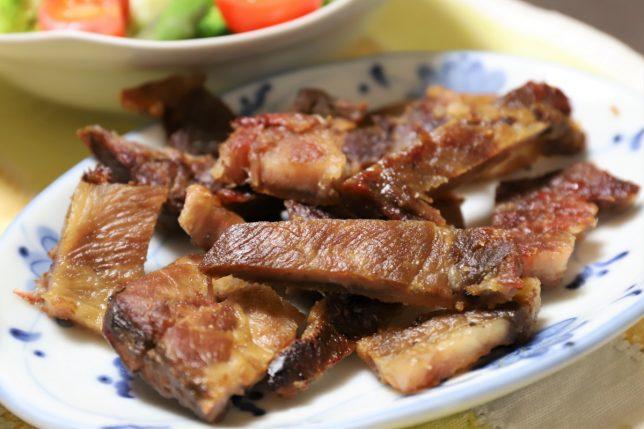 祖母(おばあ)がカリカリになるまで焼いたウェルダン豚肉