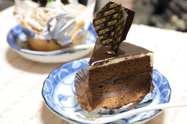 ホワイトデーにケーキ屋で買ってきたガトーショコラ