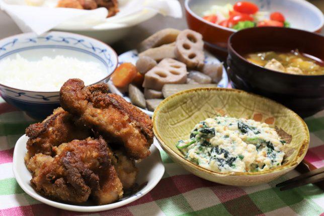 鶏のから揚げや白和えなど、祖母(おばあ)が作った晩ごはんのメニュー