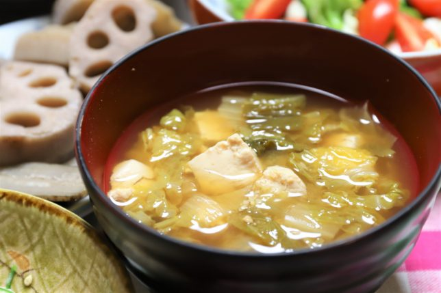 祖母(おばあ)が作った白菜と豆腐の味噌汁
