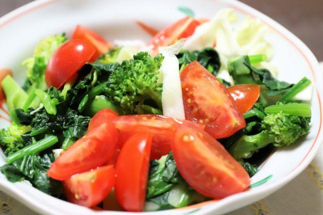 祖母(おがあ)が作った野菜サラダ