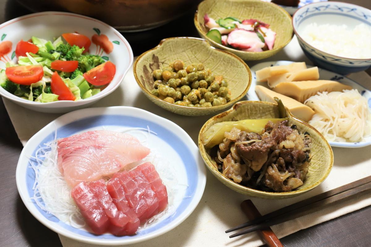 すき焼きや刺身など、祖母(おばあ)が作った晩ごはんのメニュー