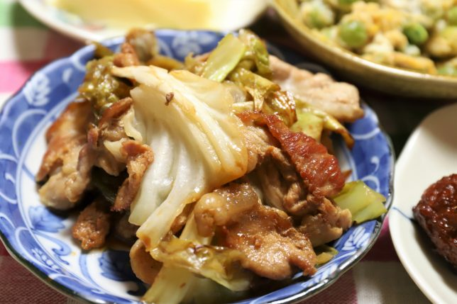 祖母(おばあ)が作ったキャベツと豚肉の炒め物