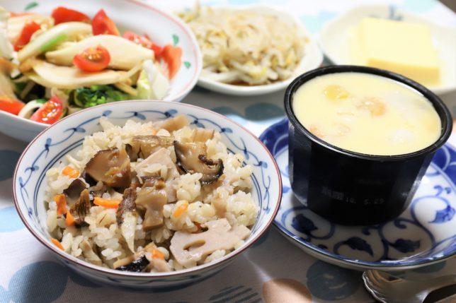 炊き込みご飯や茶碗蒸しなど、祖母(おばあ)が作った晩ごはんのメニュー