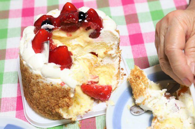 つぶれた誕生日ケーキ