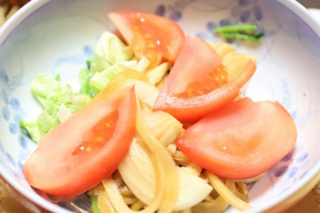 祖母(おばあ)が作ったいつもの野菜サラダ