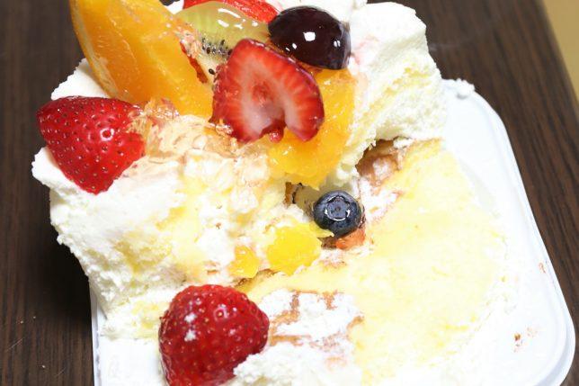 半分になったフルーツケーキ