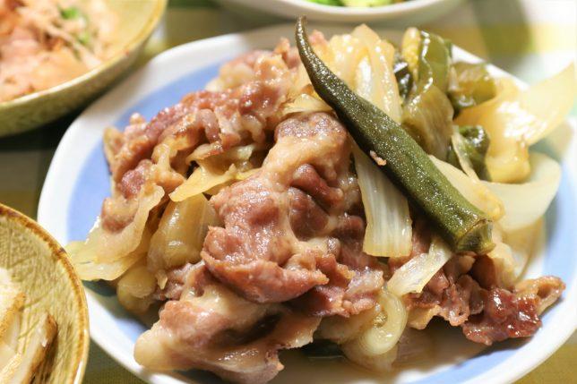 オクラ入り豚肉と野菜の炒め物