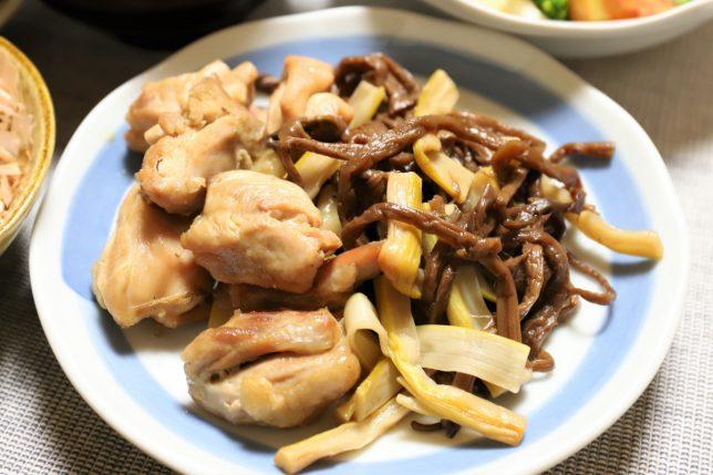 鶏肉とゼンマイとタケノコの煮物