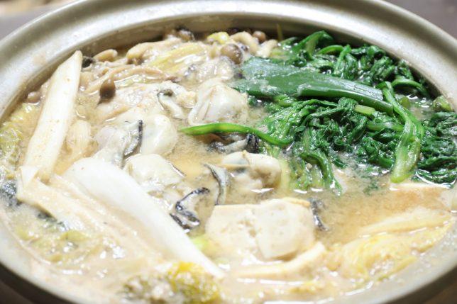 土鍋で作った味噌仕立ての牡蠣鍋