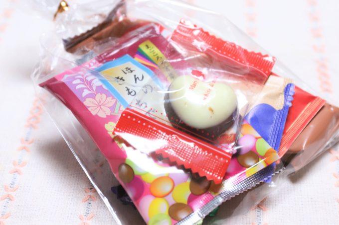 バレンタインデー前日に祖母(おばあ)がもらってきたチョコレートの詰め合わせ