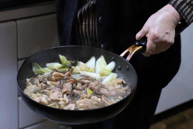 鶏肉のすき焼きが出来上がったところ