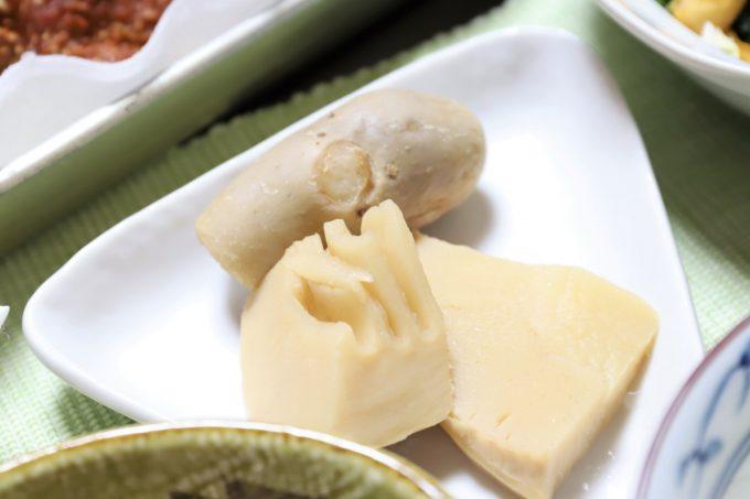 祖母(おばあ)が作ったタケノコと里芋の煮物