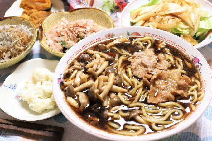 麺屋いろは「富山ブラックラーメン 黒醤油ラーメン」(インスタント)や煮物など晩ごはんのメニュー