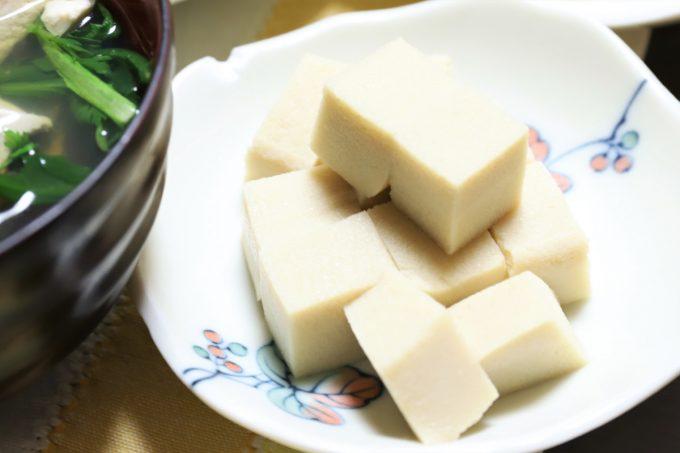 祖母(おばあ)が晩ごはんに用意した高野豆腐