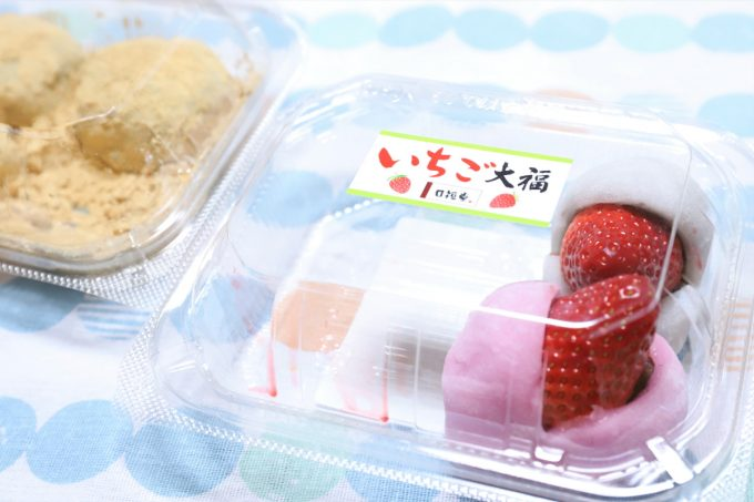イチゴ大福が入った容器