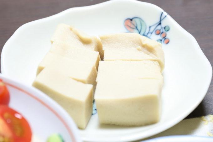 祖母(おばあ)が晩ごはんに出した高野豆腐