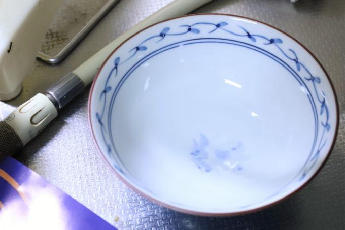 台所に置いてあるごはん茶碗