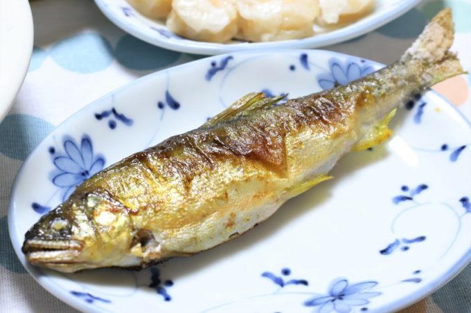 晩ごはんで食べた鮎の塩焼き