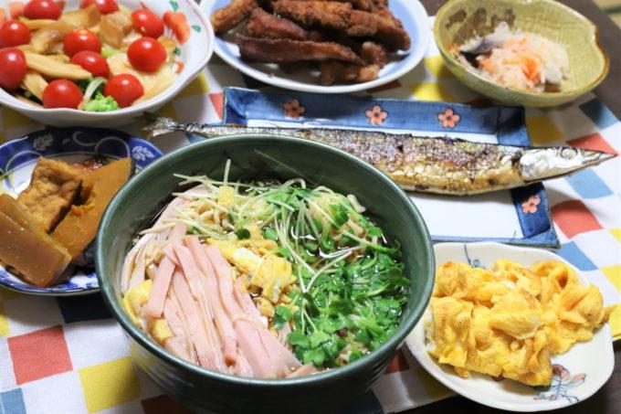 明星「チャルメラ」やサンマの塩焼き、豚トロの唐揚げ、玉子焼きなど祖母(おばあ)が作った晩ごはん
