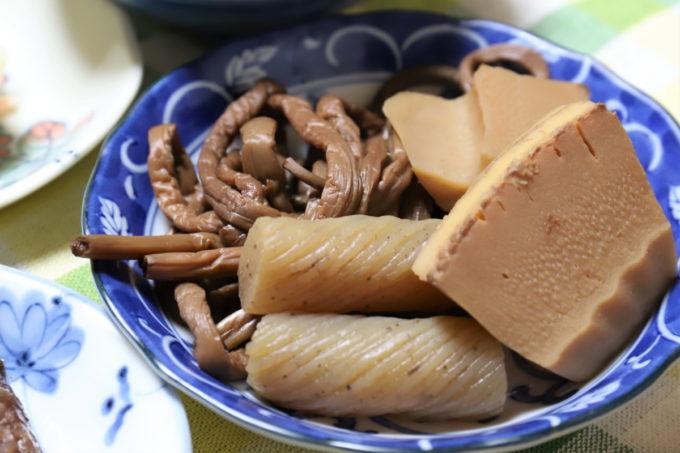 祖母(おばあ)が作ったタケノコとゼンマイとこんにゃくの煮物