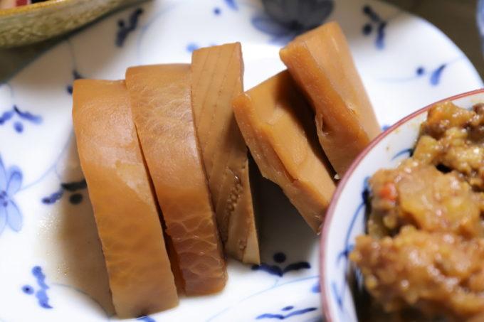 よく味が染みた大根とタケノコの煮物