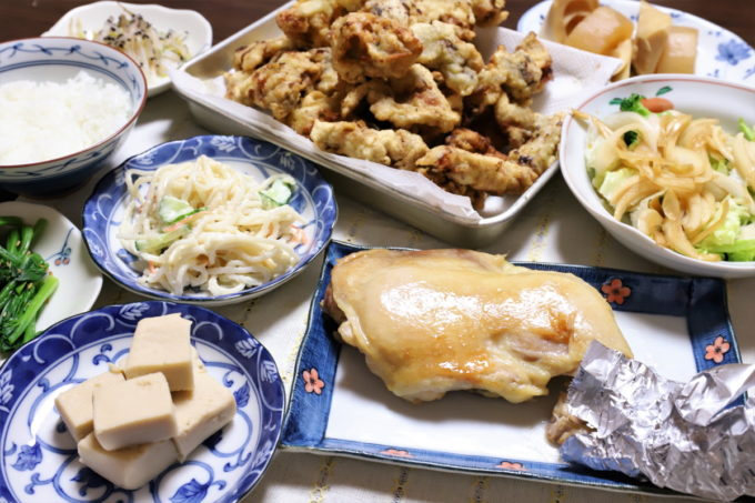 鶏のもも焼きや牡蠣の天ぷらなど、祖母(おばあ)がクリスマスイブに作った晩ごはん