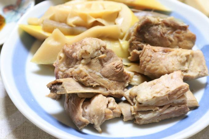 祖母(おばあ)が作った骨付き豚肉の炊いたん