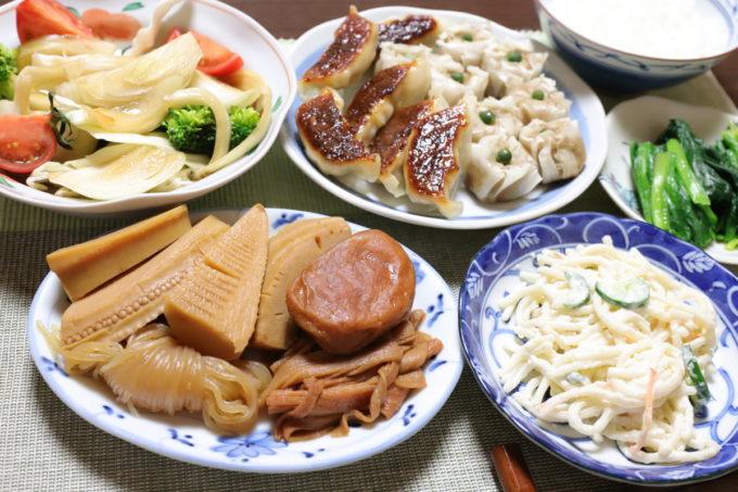 煮物や餃子、焼売など、祖母(おばあ)が作った晩ごはん
