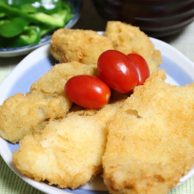 祖母(おばあ)が晩ごはんに用意した白身魚のフライとカキフライ